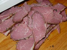 Make your own deli-style, dry-cured pastrami by curing a fresh brisket flat and smoking it in the Weber Smokey Mountain Cooker. Smoked Corned Beef, Corned Beef Brisket, Bbq Beef, Beef Jerky, Homemade Pastrami, Homemade Sausage Recipes, Weber Smokey Mountain Cooker, Brisket Flat, Grilling Recipes