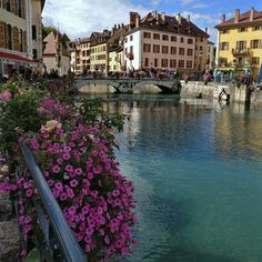 a postcard. . #annecy #france #igersfrance #mountains #lake #lac #littletown #francjaelegancja