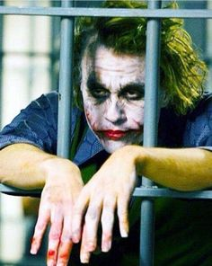 The bankrupt comedian Arthur Fleck (Joaquin Phoenix) is violent thugs in the streets of Gotham City. Disregarded by society, Fleck starts to get crazy and becomes the criminal known as the Joker. Joker Dark Knight, The Dark Knight Trilogy, Heath Ledger Dark Knight, Art Du Joker, Le Joker Batman, Harley Quinn Et Le Joker, Gotham Joker, Batman Arkham, Batman Robin