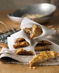 Nuss Schnitten - viele Nüsse - Nussteig und Nusskaramellschicht :)