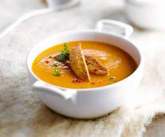 En entrée, servez une soupe de potiron et châtaignes au foie gras