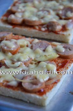 Pengen makan pizza..tapi males bikin adonan rotinya teman2 ? Pakai roti tawar aja ...rasanya..hampir kayak pizza beneran kok..hihi..asa...