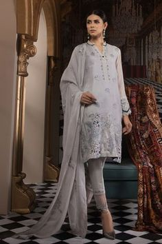 Sapphire Festive Collection 2019 Pakistani Salwar Kameez, Pakistani Suits, Pakistani Dresses, Silk Dupatta, M Color, How To Look Classy, Grey Fabric, Winter Collection, Party Wear