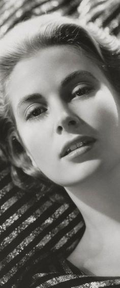 Grace Kelly, 1950's Style http://sulia.com/channel/fashion/f/bb4d5560-dc9b-4f26-8fa2-fa139b37ea6b/?pinner=125430493&