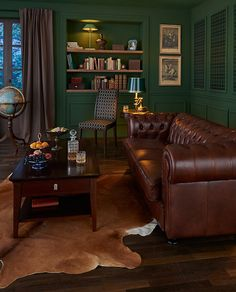 O charme se chama Chesterfield. O charme se chama Chesterfield. The post O charme se chama Chesterfield. appeared first on Vardagsrum Diy. Chesterfield Living Room, Cigar Room, Green Rooms, Upholstered Furniture, Living Room Decor, Family Room, House Design, Interior Design, Decoration