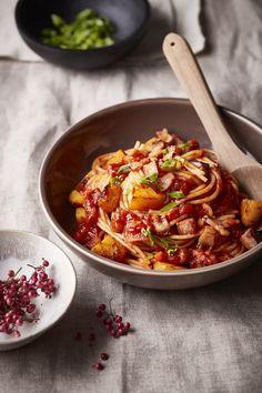Špagety s omáčkou Panzani Napoletana, pečenou dýní a slaninou – recept podle Jiřího Bolka   Panzani Ethnic Recipes, Fit, Shape
