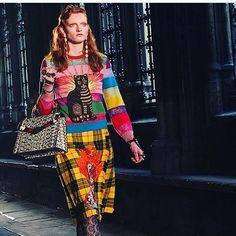 Pin for Later: Seht die Highlights der Gucci Modenschau in London Regenbogenfarben trafen auch Karo-Muster