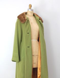 vintage 1960s coat / vintage 60s coat / green vintage coat / faux for collar coat.