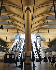 'Ello Canary Wharf!  #canarywharf #trainstation #architecture #london #thisislondon #london_enthusiast #londontown #commute #strideby #londonforyou #escalators #peopleinframe #architecturelovers #lookup #lookout #busystranger #shutup_london #timeoutlondon #maybeldnr #toplondonphoto #just_features