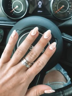 White Summer Nails, Summer Nails Almond, White Almond Nails, Almond Shape Nails, White Nails, Acrylic Nails Almond Short, Natural Almond Nails, Acrylic Nails Nude, Natural Nail Designs