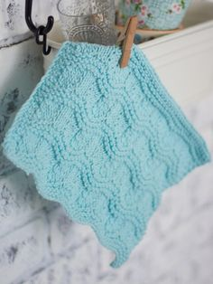 Free pattern - Add a touch of #vintage style to your kitchen decor with this #knit dishcloth featuring a sweet #ripple pattern.