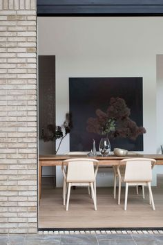 Merriwee by Templeton Architecture. Photo by Benjamin Hosking Dining Room Walls, Dining Room Lighting, Dining Room Design, Living Room Decor, Table Lighting, White Dining Table, Teak Dining Table, Dining Area, Antique Dining Chairs
