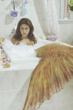 Phoebe Tonkin as Cleo in Just Add Water. LOL Cleo with a pink tail XD H2o Mermaids, Mermaids And Mermen, Mako Mermaids Tails, Mermaids Exist, Rikki H2o, No Ordinary Girl, Mermaid Pictures, Mermaid Pics, Mermaid Movies