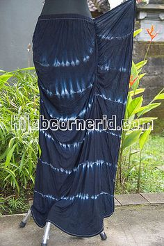 Rok Panjang Pelangi in Black