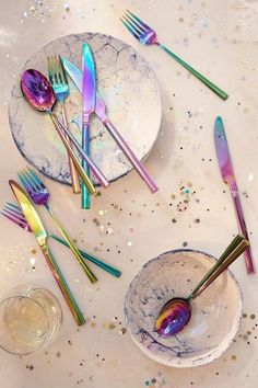 I REALLY need this Electroplated Flatware Set. It's Rainbow Holographic Utensils! Home Decor Accessories, Kitchen Accessories, Decorative Accessories, Clothing Accessories, Decoration Table, Room Decorations, Blog Deco, Flatware Set, Modern Flatware
