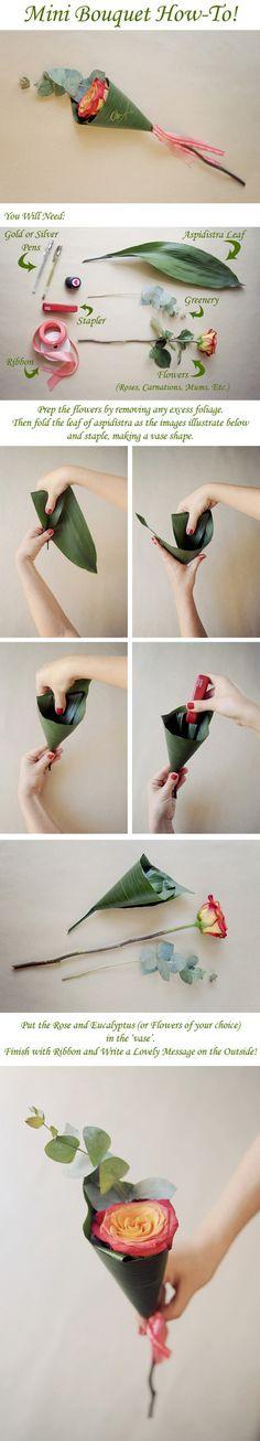 葉っぱを筒状に折り曲げてホチキスで留めます。バラとユーカリなどお好みのお花を入れたら完成。外側にメッセージを書いてもいいですね。