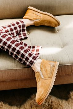 As a California brand, UGG does the same. That's why we refuse to confine our slippers to the house. Take the Rakel, for example. It's got the plush wool interior of a slipper and the aesthetic of a slip-on sneaker plus a street-ready sole.