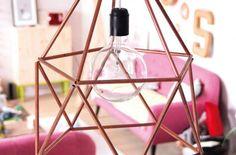 DIY : Une suspension cuivrée géométrique et contemporaine.