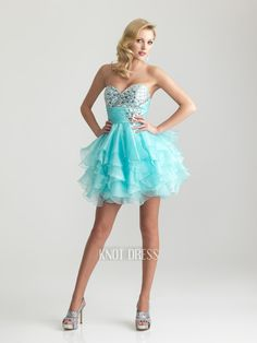 Look at this beautiful seewt 16 dress!!!! Love it!!:)