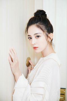 Girl Drawing Pictures, Girl Pictures, Korean Face, Cute Korean, Beautiful Chinese Girl, Beautiful Asian Women, Asian Celebrities, Chinese Actress, Woman Crush