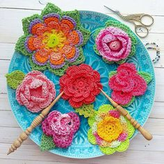 Happy meal by @magicmornings🎈🎈🎈 #crochet #crochetflowers #ganchillo #virka #tigisi #tig #haken #hakeln #flowers #colorful