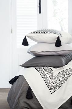 Update your bedroom with the latest bedclothes, cushions and blankets to create a restful room you'll love! | H&M Home