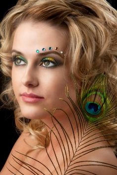 Colorful peacock inspired make-up with crystal accents. Peacock Halloween, Peacock Costume, Halloween Makeup, Peacock Eye Makeup, Jewel Makeup, Pfau Make-up, Face Rhinestones, Rhinestone Makeup, Face Jewels