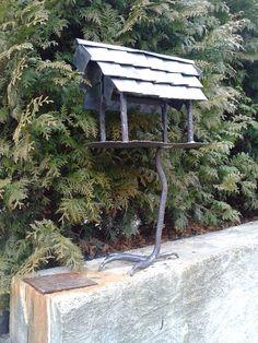 kuty karmnik dla ptaków na  łapce
