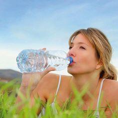 Para tener una buena hidratación sustituye el agua con gas y los refrescos por agua o jugos naturales #TipsPronalce
