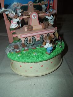 Enesco Small World of Music Box Just Married Mice Newlyweds   eBay