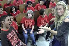 Carrie Underwood sings 'Good Girl' with 5th grade chorus