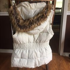 Sleeveless jacket/cream white Bought it lst yr. jst wore it to try and didn't like it but forgot to return. It was wrapped all yr long. Says small but fit to smll or med. size a.n.a Jackets & Coats Vests