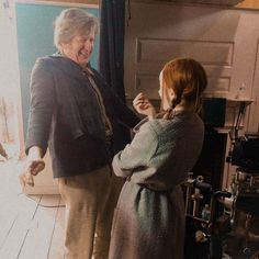 Anne with an e 2 behind the scenes Netflix Series, Series Movies, Tv Series, Anne Shirley, Lucas Jade Zumann, Geraldine James, Gilbert And Anne, Amybeth Mcnulty, Anne White