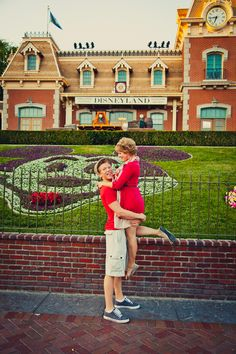 Next time i go to disney . . . totally making justin do this lol