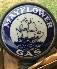 Rare Original Mayflower Gas Globe Old Gas Pumps, Vintage Gas Pumps, Vintage Auto, Vintage Signs, Vintage Posters, American Gas, Painted Globe, Soda Machines, American Pickers