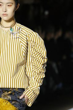 The complete Dries Van Noten Fall 2018 Ready-to-Wear fashion show now on Vogue Runway.