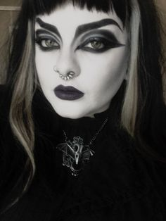 Discover recipes, home ideas, style inspiration and other ideas to try. 80s Makeup, Edgy Makeup, Gothic Makeup, Dark Makeup, Makeup Inspo, Makeup Inspiration, Gothic Beauty, Makeup Style, Goth Aesthetic
