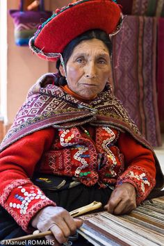 Cuzco, Peru, woman in red, weaving Ethnic Outfits, Ethnic Dress, Folk Costume, Costumes, Peruvian People, South American Countries, St Helena, People Of The World, First Nations