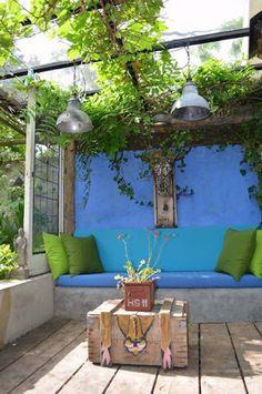25 Fun And Bold Outdoor Decor Ideas With Color Tones Outdoor Spaces, Outdoor Living, Outdoor Decor, Blue Garden, Home And Garden, Garden Furniture, Outdoor Furniture Sets, Laminate Wall, Garden Styles