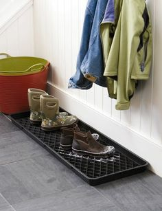Boot Trays contain the mess and protects your floors from rain, mud and snow. Large Boot Tray Set is an exclusive to Gardeners.com