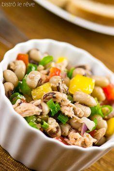 Salada de feijão fradinho e atum.