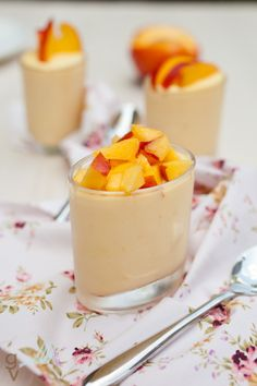 Arcadios griekse yoghurt van ah is lekker. Mango Desserts, Easy Desserts, Delicious Desserts, Cold Desserts, Mango Mousse, Dessert Shots, Brunch, Fruit Recipes, Recipes