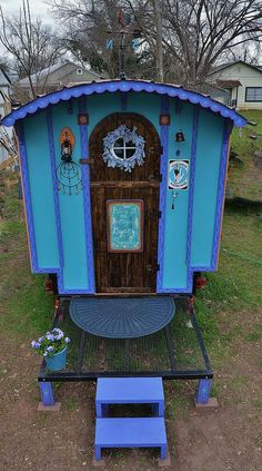 The Hobbit Hutch is a 56 square foot vardo/caravan/gypsy wagon with a 20 square foot porch. Inspired by Paleotool's Gypsy Wagon on Instructables website.