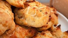 Spiced herby cheese puffs with cayenne Cheese Recipes, Veggie Recipes, Vegetarian Recipes, Snack Recipes, Cooking Recipes, Cooking Bacon, Healthy Cooking, Healthy Snacks, Puff Recipe