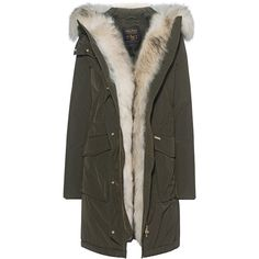 WOOLRICH W's Military Parka Oliv // Down parka with fur trim (€1.099) ❤ liked on Polyvore featuring outerwear, coats, olive parka, fur trim hooded coat, fur coat, hooded coat and fur hooded parka