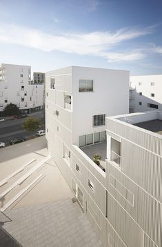 """""""Social Housing – New European Projects"""" showcases affordable-housing design strategies across the continent – container architecture Social Housing Architecture, Co Housing, Architecture Résidentielle, Community Housing, Container Architecture, Architecture Portfolio, Facade Design, Exterior Design, Habitat Collectif"""