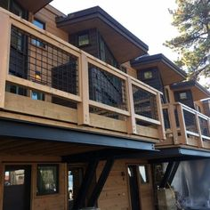 Top 70 Best Deck Railing Ideas – Outdoor Design Inspiration Industrial Look Wood And Metal Mesh Wire Deck Railing Spectacular Ideas Metal Deck Railing, Deck Railing Design, Deck Design, Railings For Decks, Deck Railing Ideas Diy, Horizontal Deck Railing, Porch Railings, Banisters, Fence Ideas