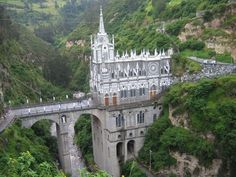 Las Lajas Cathedra built inside the canyon of the Guáitara River.