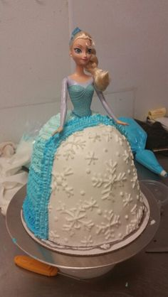 Elsa barbie cake. Love the white part