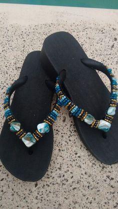 Decorating Flip Flops, Shoe Refashion, Summer Slippers, Bling Shoes, Flip Flop Shoes, Crochet Shoes, Bare Foot Sandals, Huaraches, Womens Slippers